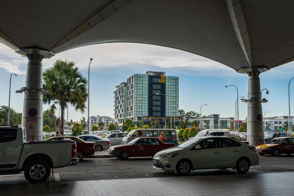 jinhold hotel near airport
